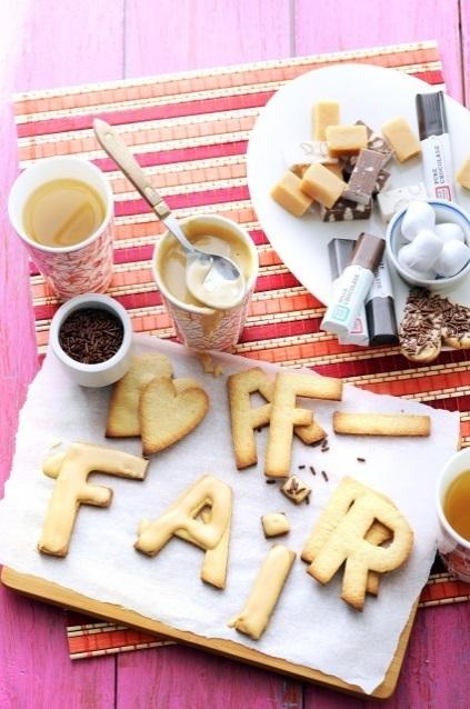 Home-made koekjes met koffieglazuur